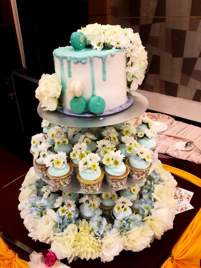 Engagements & Wedding Cakes by Fleur Bites Cupcakery - 039