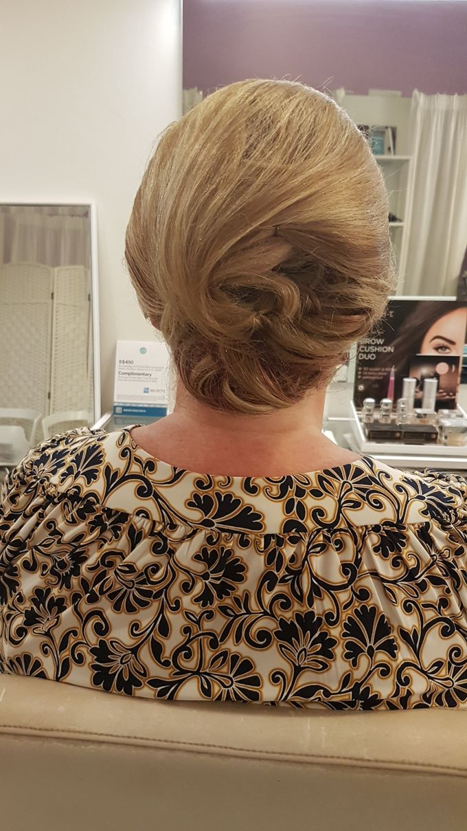 Updo On Short Hair by Favor Make Up by Dian Mayasari - 002