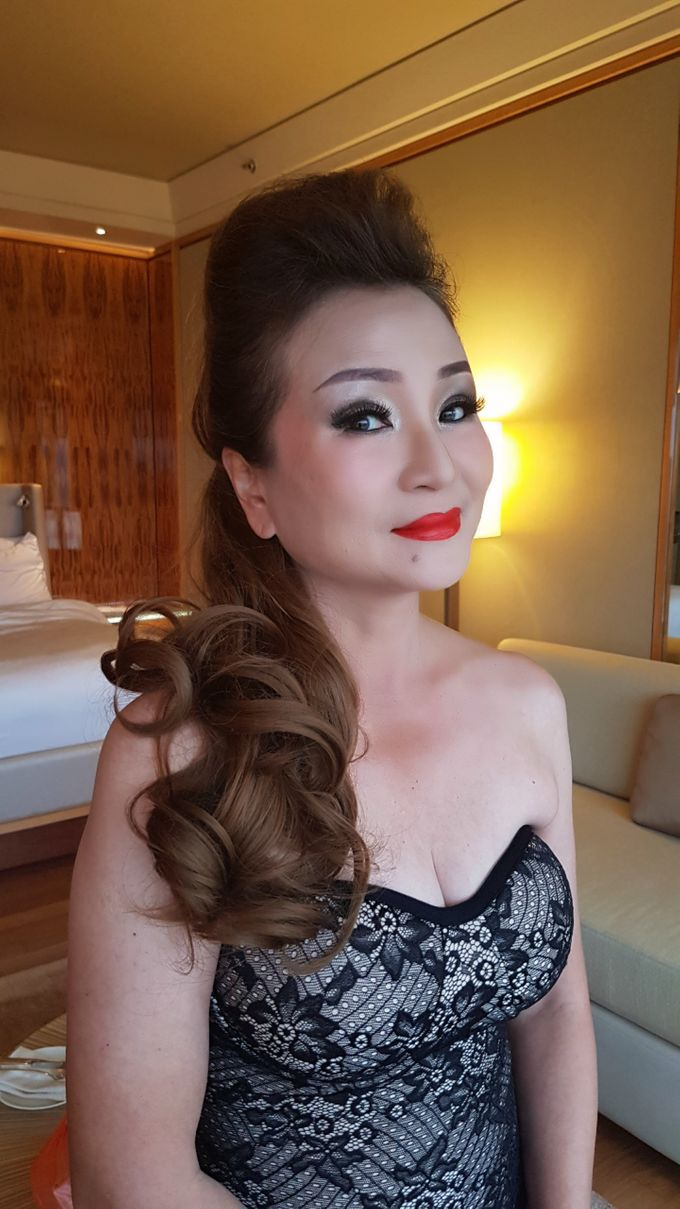 Smokey Eyes And Red Lipstick by Favor Make Up by Dian Mayasari - 002