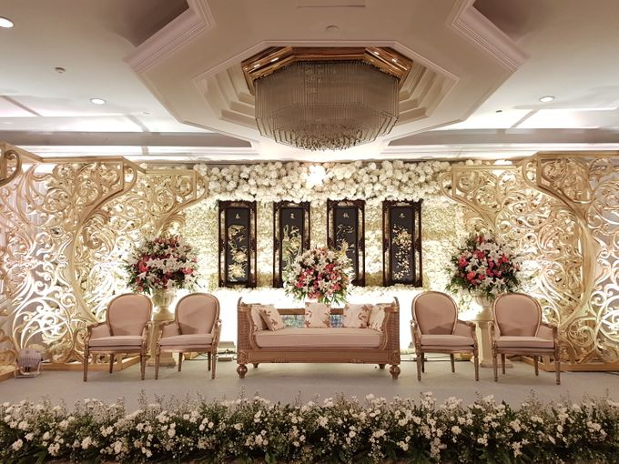 Shangri la hotel tony endriana by maestro wedding organizer add to board shangri la hotel tony endriana by suryanto decoration 001 junglespirit Images