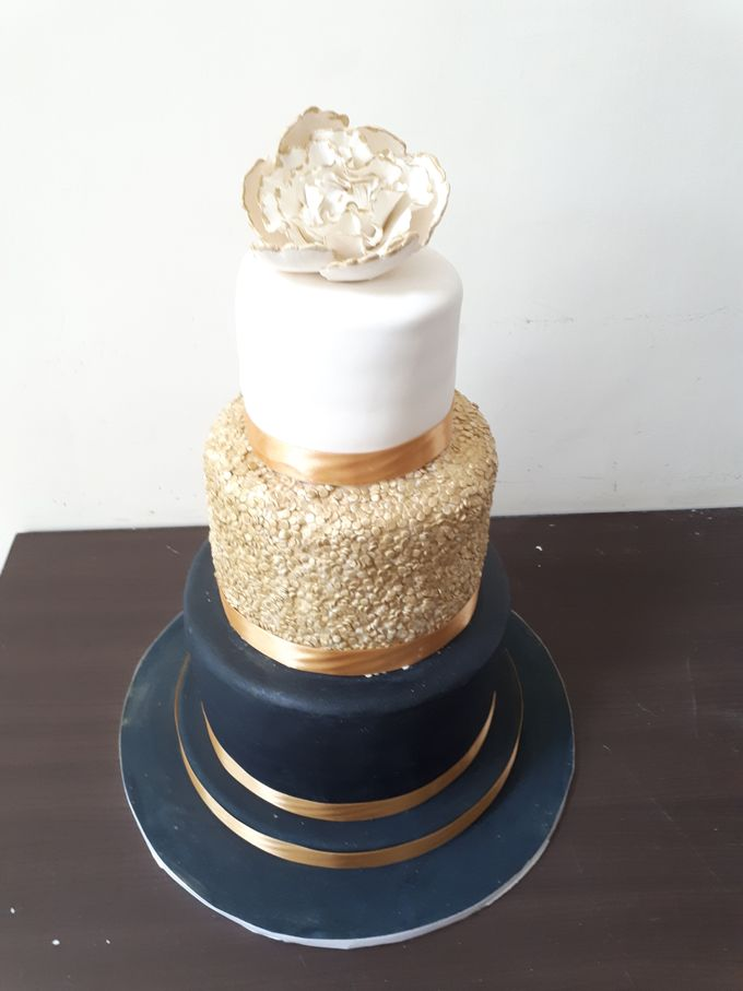 In Black N Gold by Sugaria cake - 003