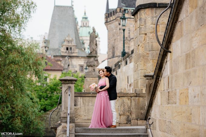 Pre-wedding photo shoot in Prague by Victor Zdvizhkov Prague Photographer - 004
