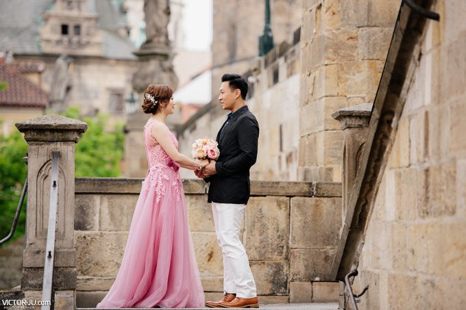 Pre-wedding photo shoot in Prague by Victor Zdvizhkov Prague Photographer - 005