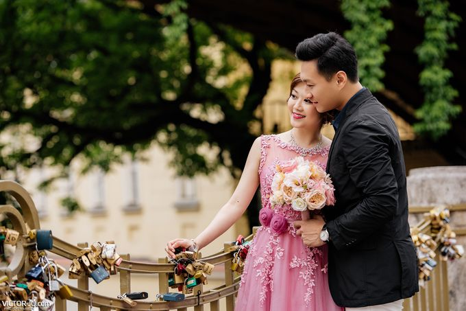 Pre-wedding photo shoot in Prague by Victor Zdvizhkov Prague Photographer - 007