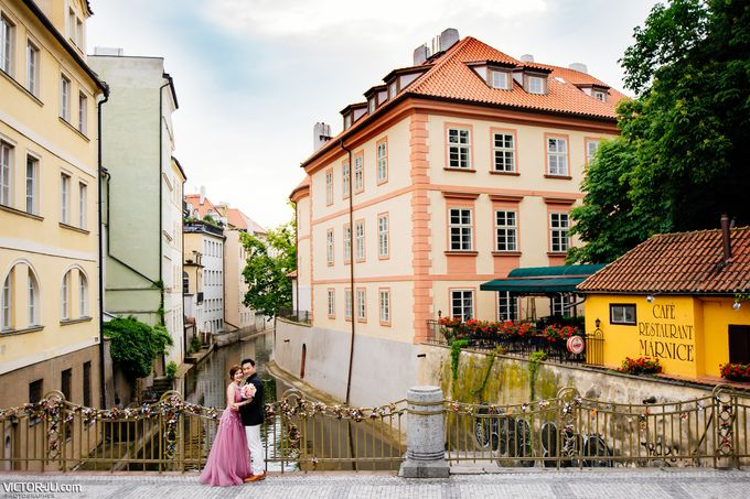 Pre-wedding photo shoot in Prague by Victor Zdvizhkov Prague Photographer - 012