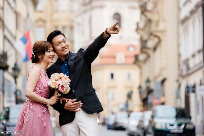 Pre-wedding photo shoot in Prague by Victor Zdvizhkov Prague Photographer - 010