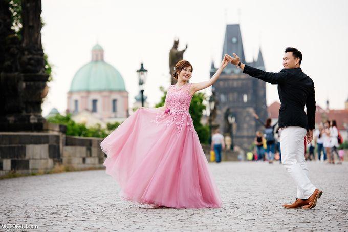 Pre-wedding photo shoot in Prague by Victor Zdvizhkov Prague Photographer - 011