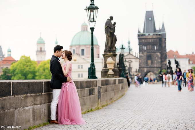Pre-wedding photo shoot in Prague by Victor Zdvizhkov Prague Photographer - 013