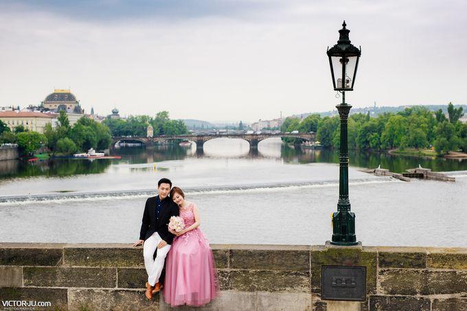 Pre-wedding photo shoot in Prague by Victor Zdvizhkov Prague Photographer - 014