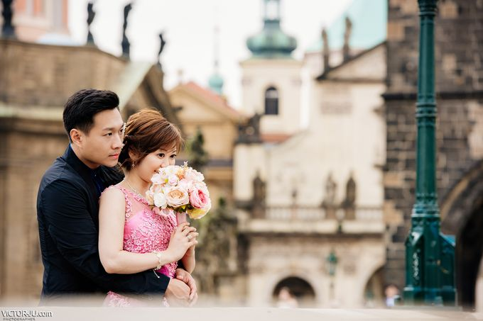 Pre-wedding photo shoot in Prague by Victor Zdvizhkov Prague Photographer - 015
