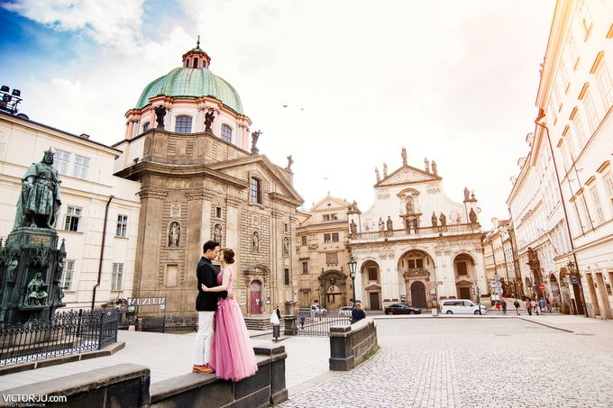 Pre-wedding photo shoot in Prague by Victor Zdvizhkov Prague Photographer - 016