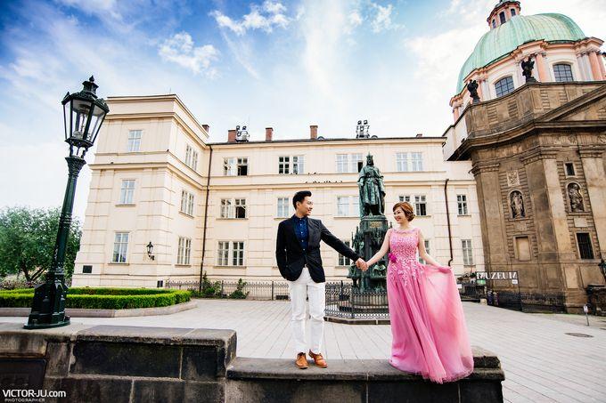 Pre-wedding photo shoot in Prague by Victor Zdvizhkov Prague Photographer - 017