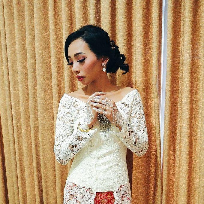 Wedding Make Up by Make Up by Mutiara Fallahdani - 001