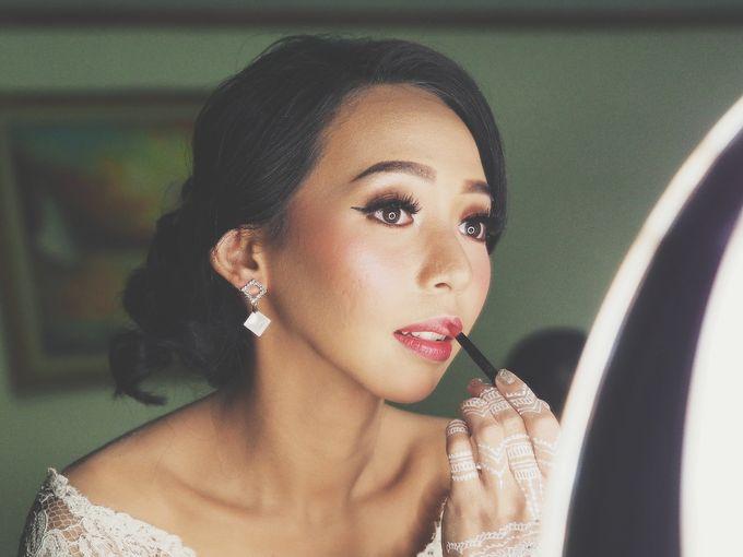 Wedding Make Up by Make Up by Mutiara Fallahdani - 002