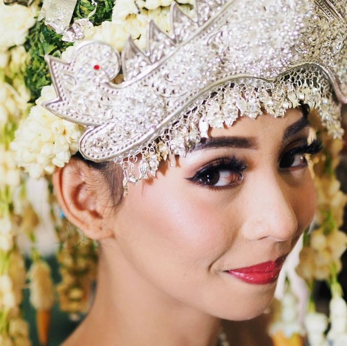 Wedding Make Up by Make Up by Mutiara Fallahdani - 003