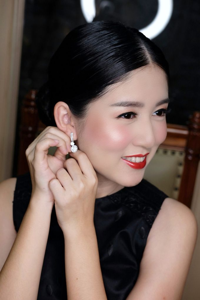 Classy glowing look for Ms.Diana by Beyond Makeup Indonesia - 003