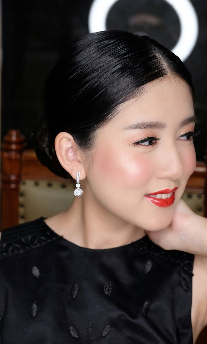 Classy glowing look for Ms.Diana by Beyond Makeup Indonesia - 005