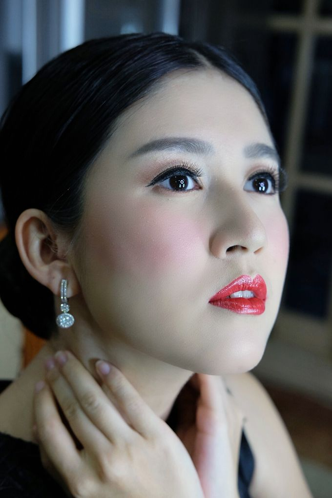 Classy glowing look for Ms.Diana by Beyond Makeup Indonesia - 004