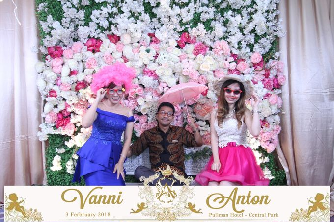 Photobooth The Engagement of  Vanni & Anton by Tracy Bridal House - 003