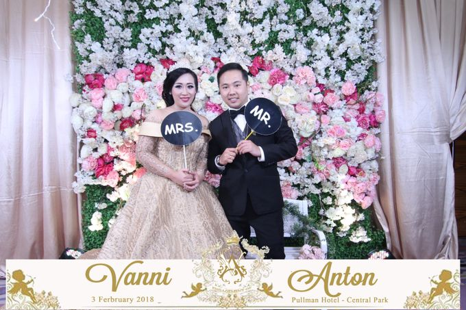 Photobooth The Engagement of  Vanni & Anton by Tracy Bridal House - 001