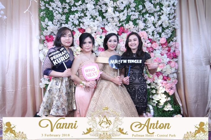Photobooth The Engagement of  Vanni & Anton by Tracy Bridal House - 005