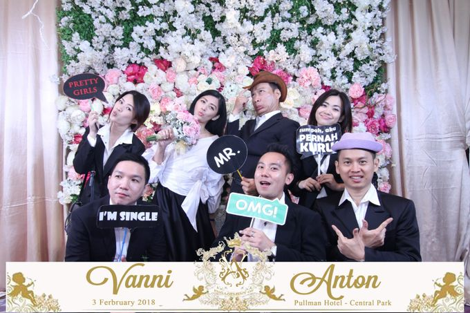 Photobooth The Engagement of  Vanni & Anton by Tracy Bridal House - 007