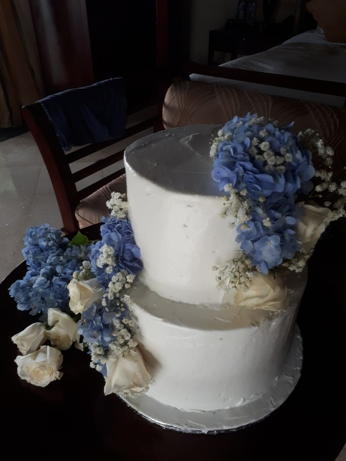 Simply Wedding Cake Ini White And Blue by Sugaria cake - 001