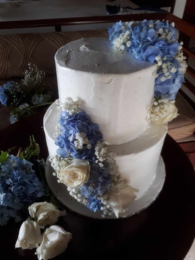 Simply Wedding Cake Ini White And Blue by Sugaria cake - 006