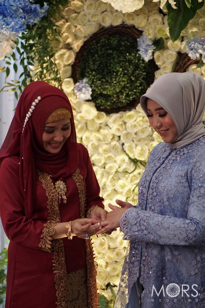 The Engagement of Ayu & Jodi by Wong Akbar Photography - 012