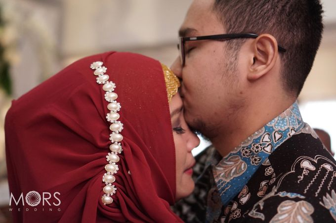 The Engagement of Ayu & Jodi by Wong Akbar Photography - 007