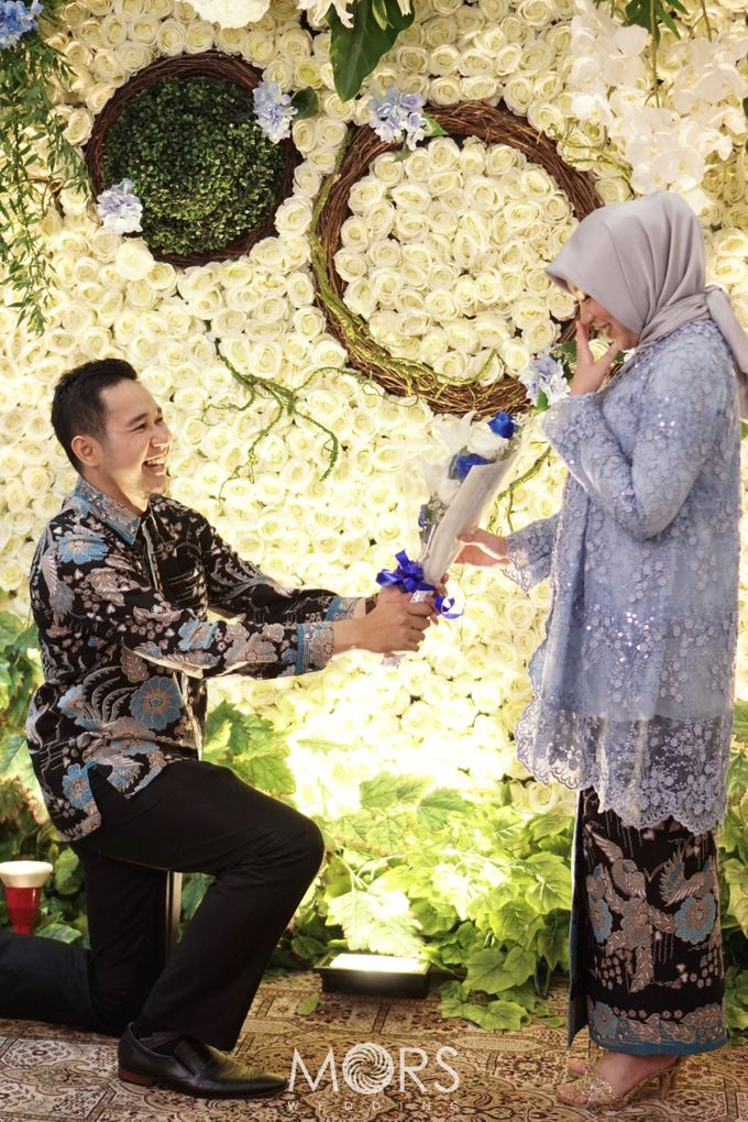 The Engagement of Ayu & Jodi by Wong Akbar Photography - 015