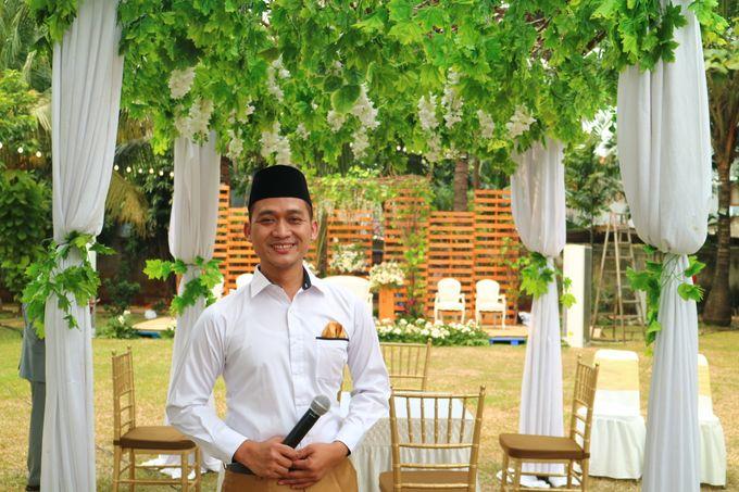 MC at fabulous wedding with outdoor garden concept by MC Wedding Banna - 002