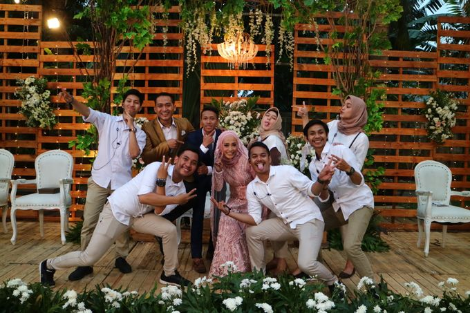 MC at fabulous wedding with outdoor garden concept by MC Wedding Banna - 003