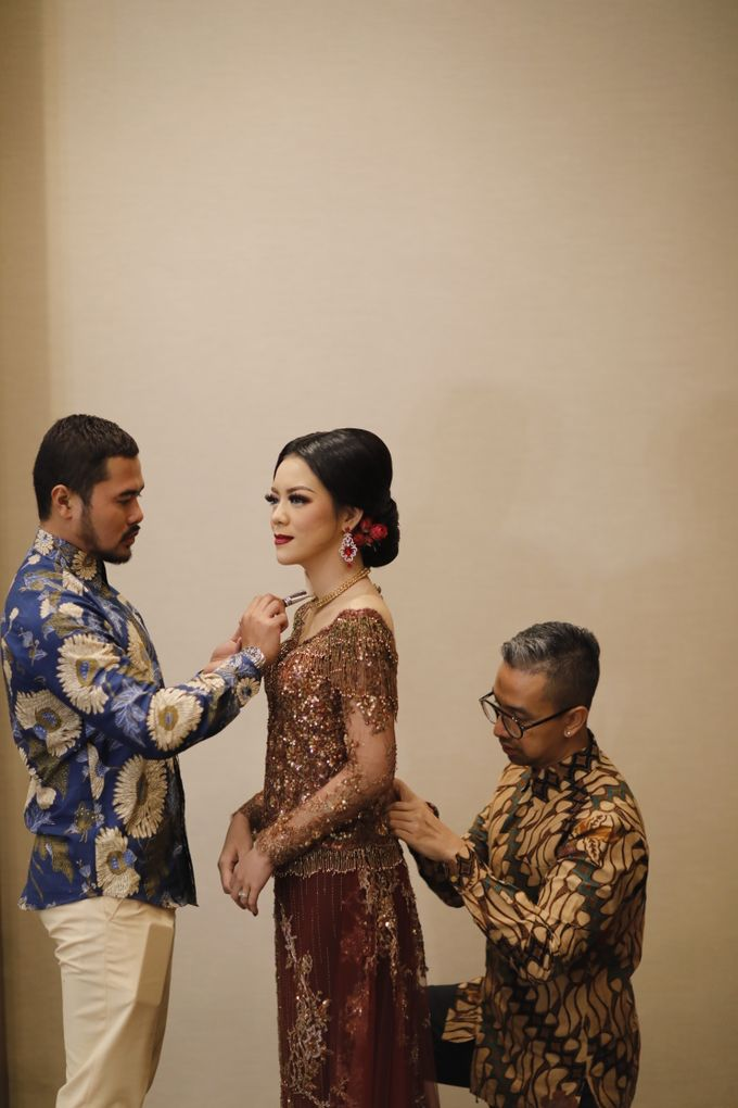 Riri & Dimas Wedding by SVARNA by IKAT Indonesia Didiet Maulana - 008