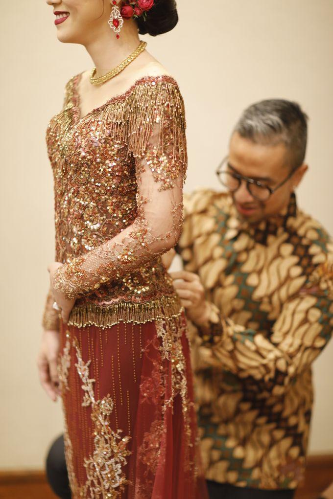 Riri & Dimas Wedding by SVARNA by IKAT Indonesia Didiet Maulana - 002