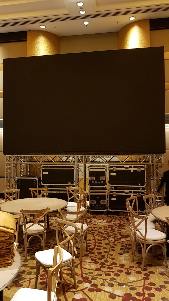 LED SCREEN - FELISITAS & EKA by Chroma Project - 005