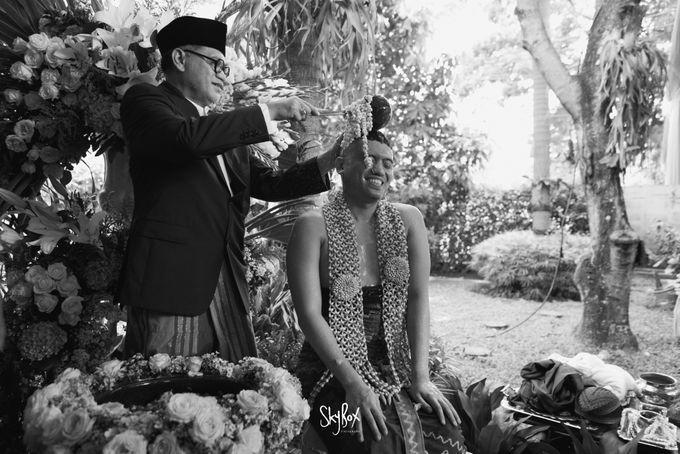 Naya & Ari - Javanese Celebration by One Heart Wedding - 011