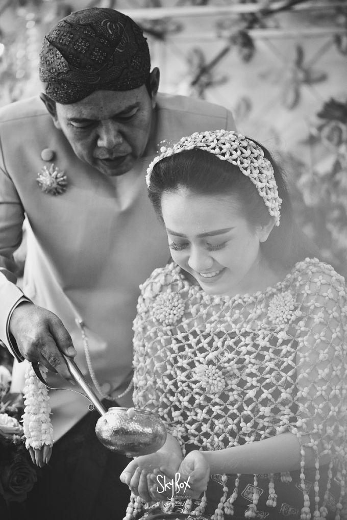 Naya & Ari - Javanese Celebration by One Heart Wedding - 012