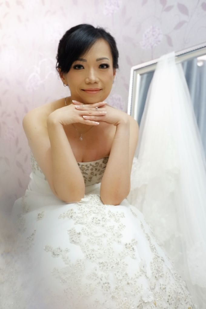 Natural Makeup & Hairdo For Mrs. Trevy by Favor Brides - 002