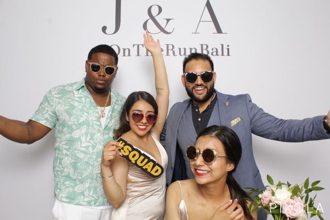 Justine & Aaron by PIXOLA Photo Booth - 006