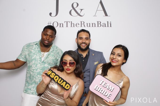 Justine & Aaron by PIXOLA Photo Booth - 007