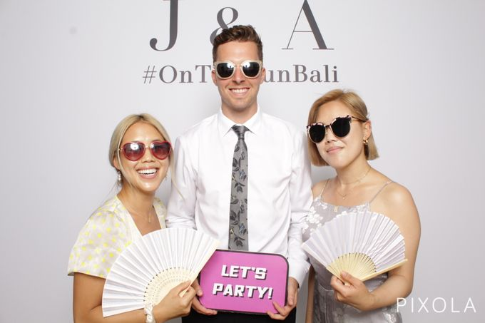 Justine & Aaron by PIXOLA Photo Booth - 009
