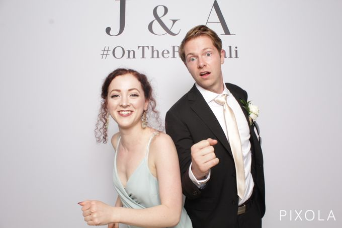 Justine & Aaron by PIXOLA Photo Booth - 010
