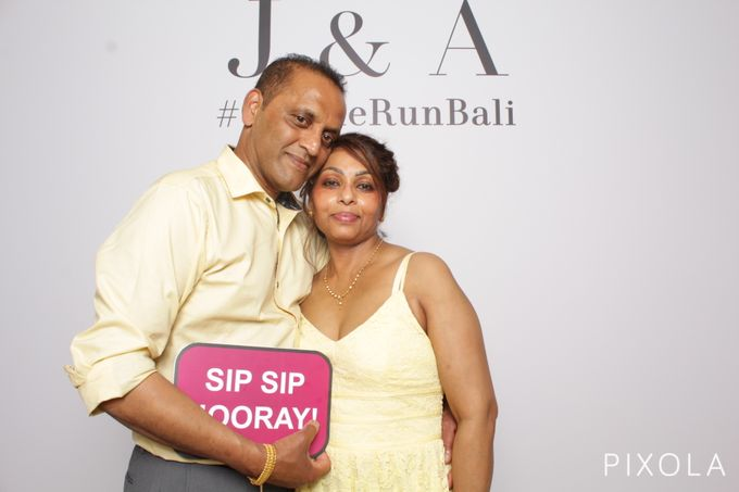 Justine & Aaron by PIXOLA Photo Booth - 012
