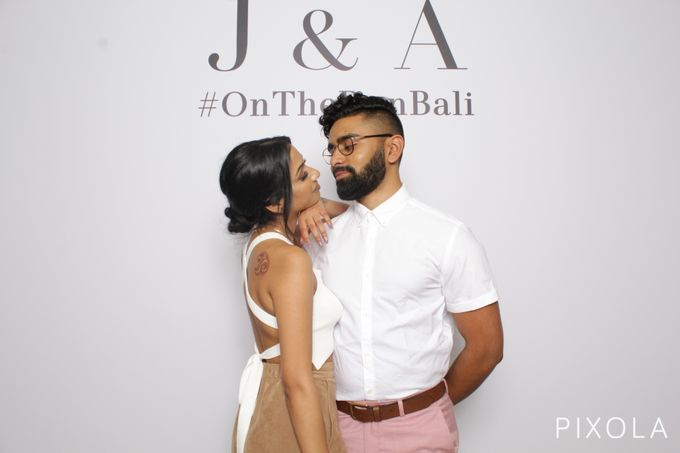 Justine & Aaron by PIXOLA Photo Booth - 016