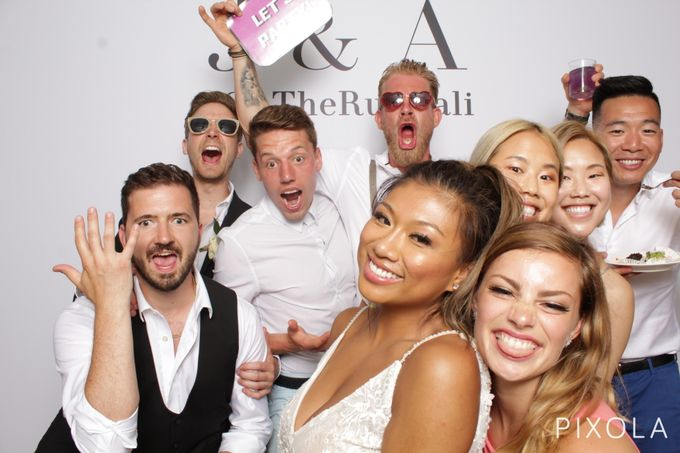 Justine & Aaron by PIXOLA Photo Booth - 001