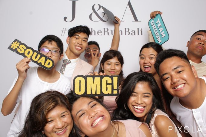 Justine & Aaron by PIXOLA Photo Booth - 021