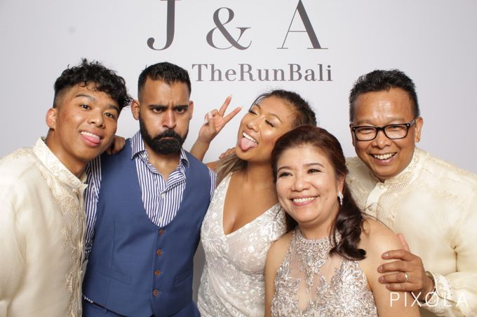 Justine & Aaron by PIXOLA Photo Booth - 022