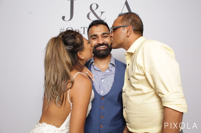 Justine & Aaron by PIXOLA Photo Booth - 023