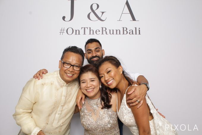 Justine & Aaron by PIXOLA Photo Booth - 031